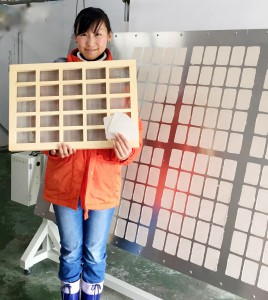 ⑨地元の木工所に作ってもらった名刺簾桁I